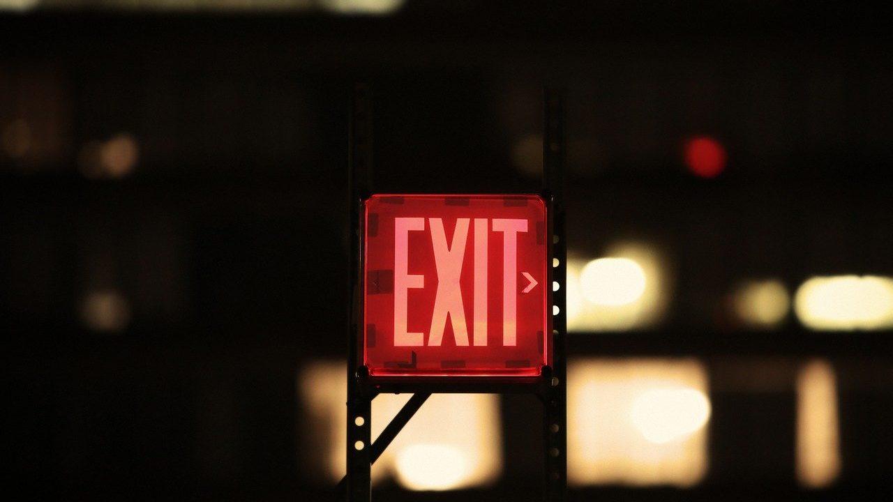 exitの看板